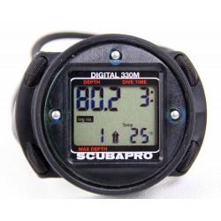 SCUBAPRO Digital 330 - w obudowie z gumkami