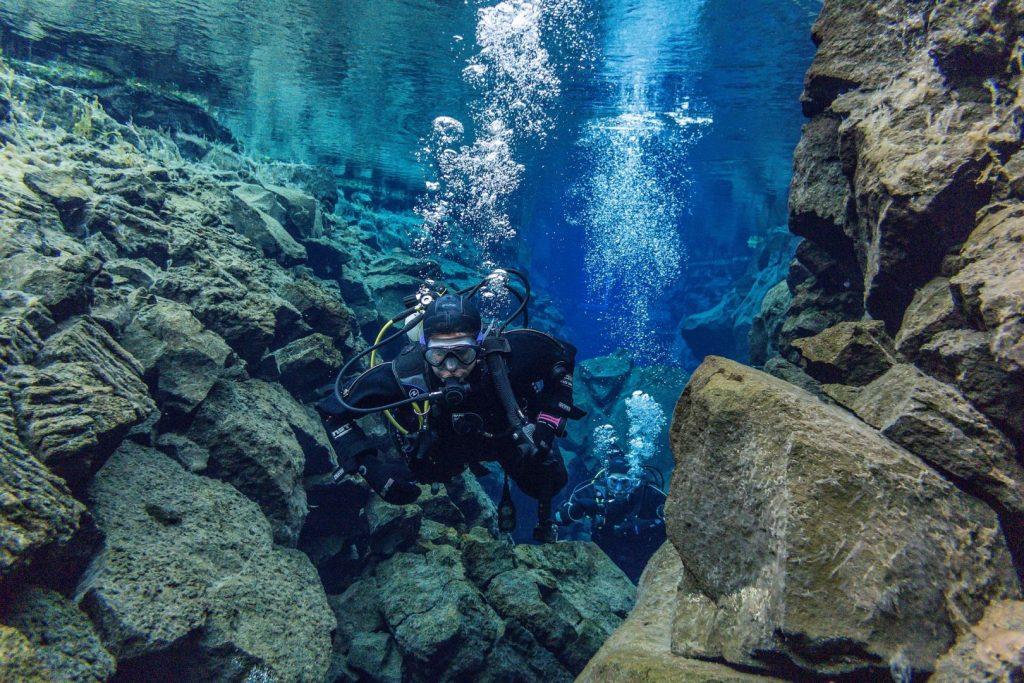 Nurkowanie na Islandii Silfra szczelina tektoniczna