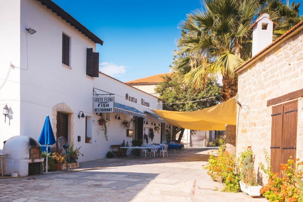 zwiedzanie cypryjskiego miasteczka