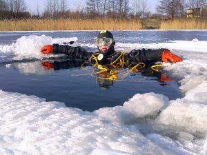 Nurkowanie zimą – jak się przygotować?